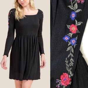 NWT Francesca's floral embroidered sleeve dress